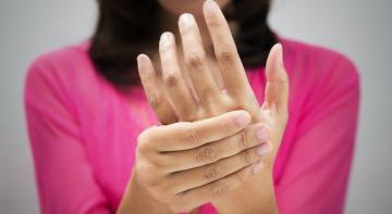 Постоянный холод в руках и ногах? Как активизировать кровообращение?